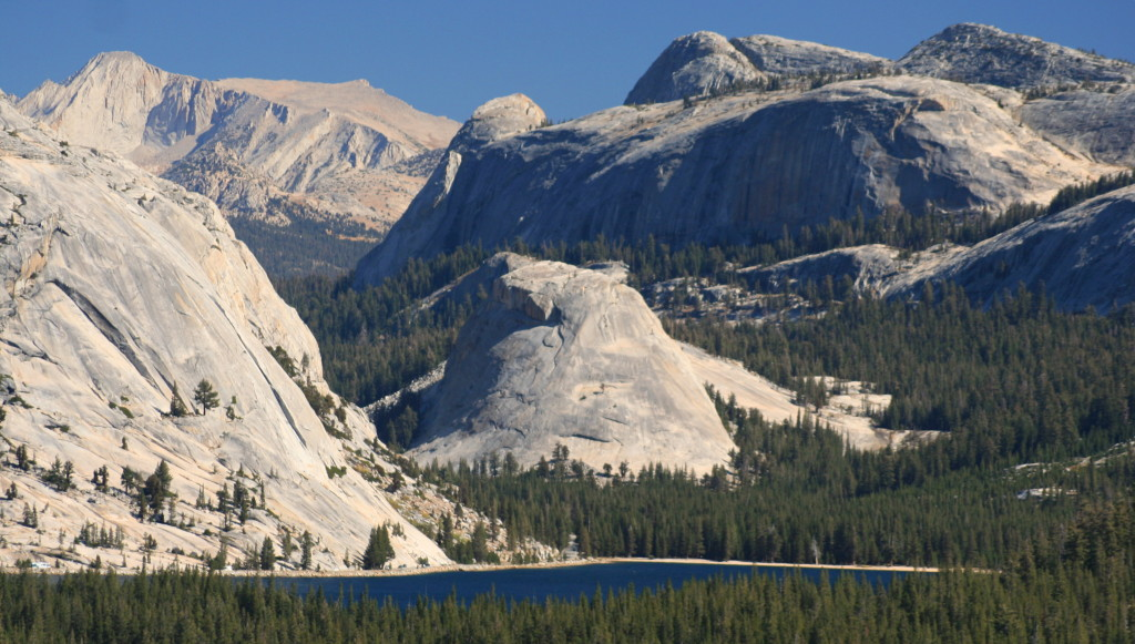 Yosemite granite lake